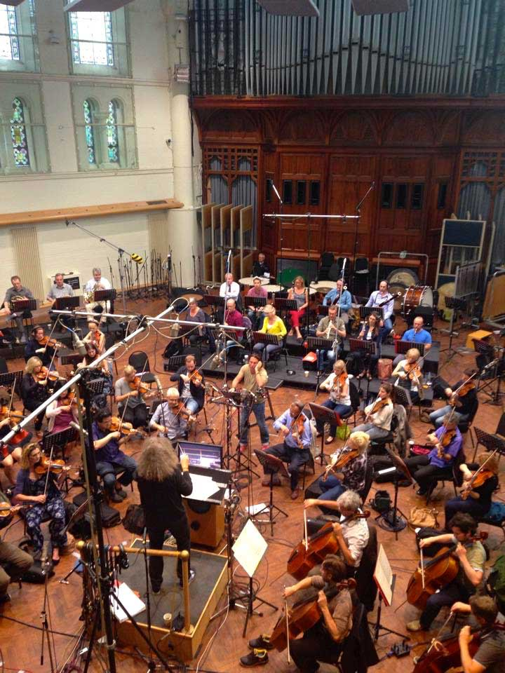 Roberto Alagna records under the baton of Yvan Cassar at Abbey Road.  © Yann Olivier